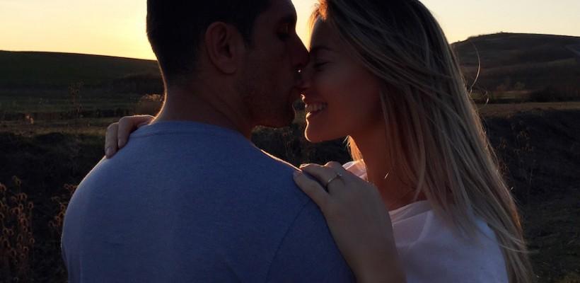 Doar el, ea și apusul! Cât de frumos a fost cerută în căsătorie Laura Cosoi (Foto)