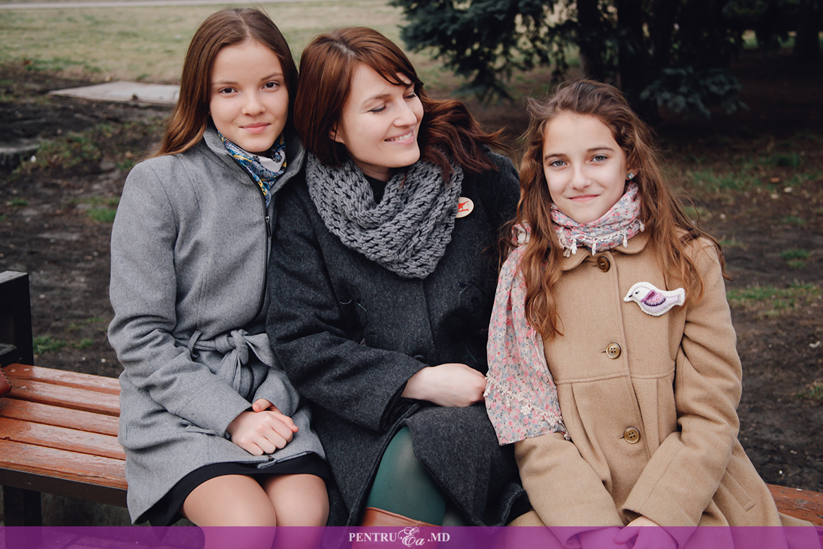 Stela Moldovanu și fiicele sale