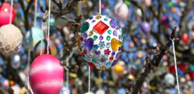 Cum arată Pomul de Paşti împodobit cu 10000 de ouă (Foto)