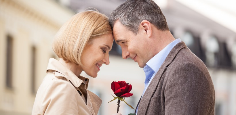 10 motive ca să iubești un bărbat mai în vârstă decât tine