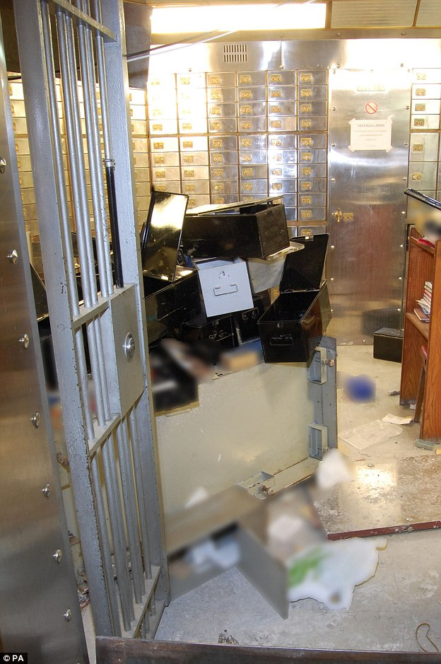 0CBC4FEE00000514-3087852-Detectives_were_faced_with_chaos_when_they_entered_the_basement_-a-77_1432051603378