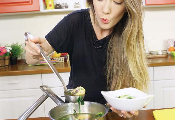 """Adela Popescu: """"Eu prefer să mănânc, nu să gătesc. Totuşi, atunci când o fac, îmi iese foarte bine!"""" (Foto)"""