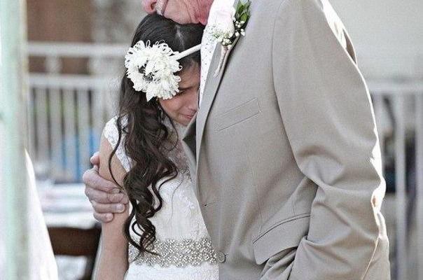 Un bărbat, aflat pe moarte a vrut să-și vadă fiica măritată! I-a organizat o nuntă la doar 11 ani (Foto)