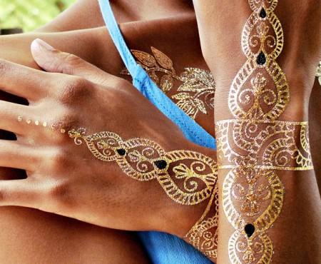Tatuajul metalic – bijuteria perfectă pentru sezonul cald