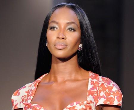 """""""Pantera neagră"""" a împlinit astăzi 45 de ani! Iată cele mai frumoase apariții ale lui Naomi Campbell"""
