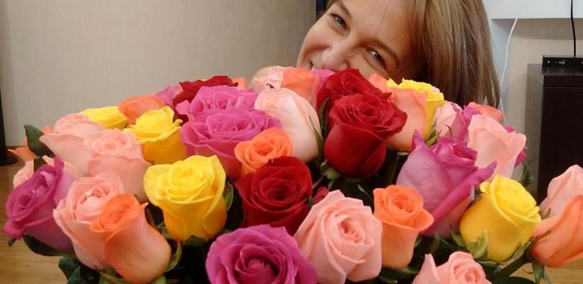 Sanda Filat scăldată în flori în ziua aniversării sale! Cum a fost felicitată de către fiica sa, Iustina (Foto)