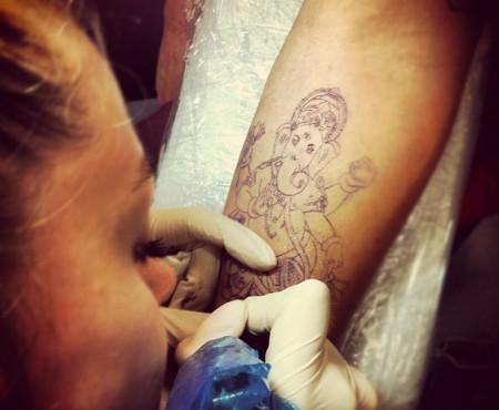 """Galya Gisca: """"Cea mai frumoasă parte a jobului meu e să văd oameni ce călătoresc de peste ocean ca să se tatueze la mine."""""""