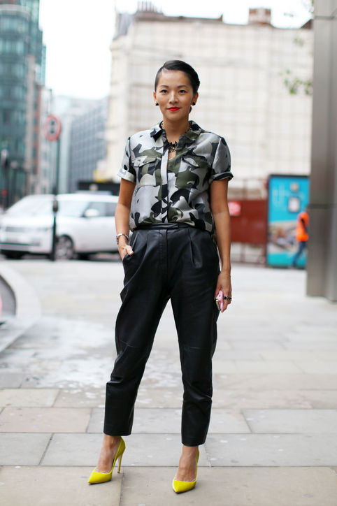 Work-Outfit-Idea-Roomy-Black-Trousers-Short-Sleeve-Blouse-h724
