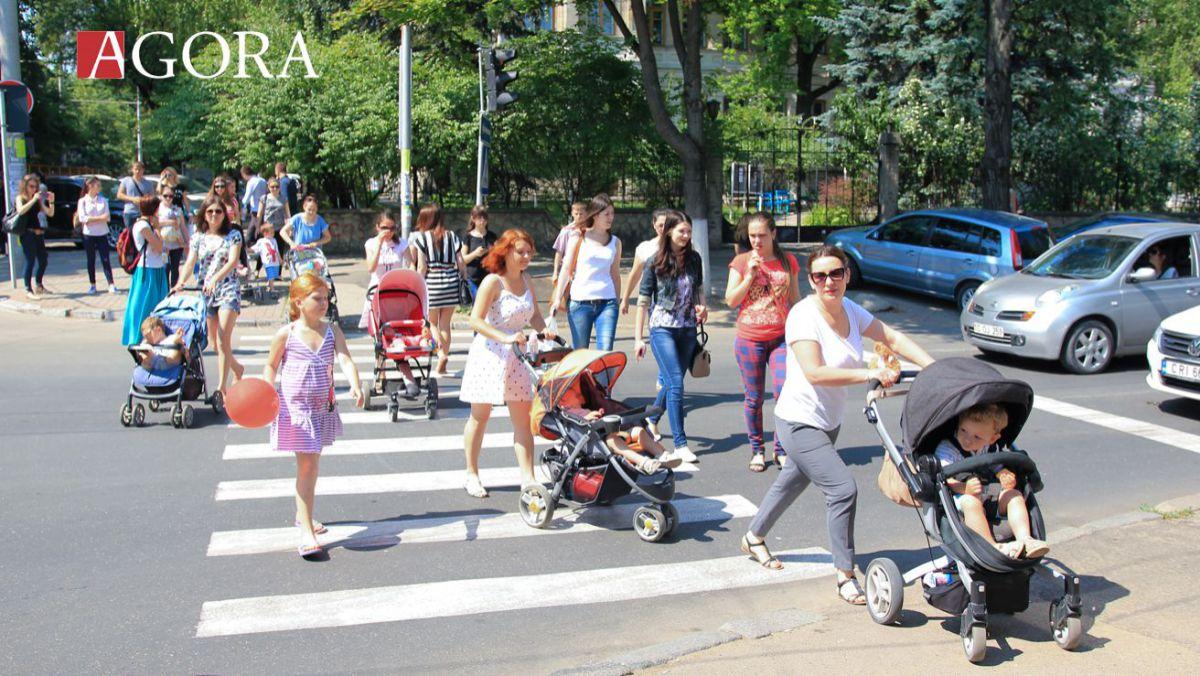 foto--flashmob-al-mamicilor-pe-strazile-capitalei-9517