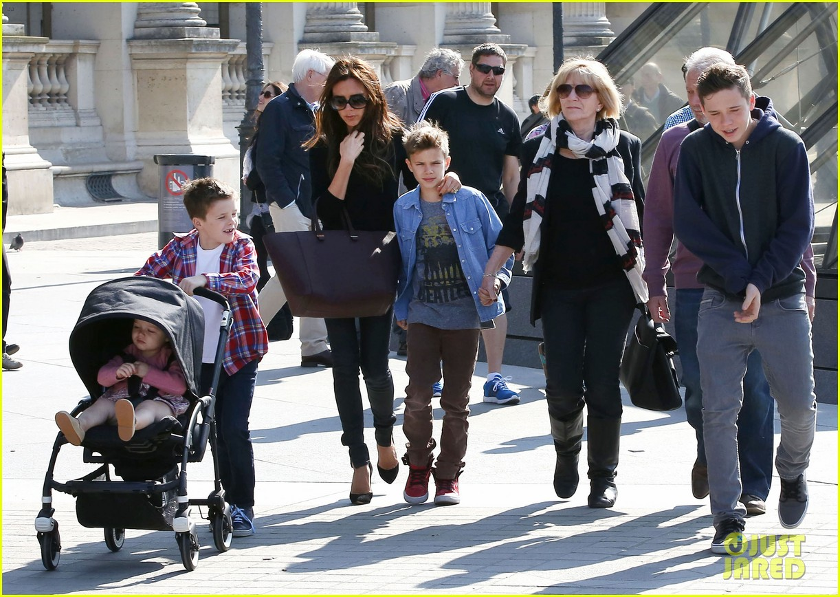 Victoria Beckham Visits The Lourve Museum With Her Family