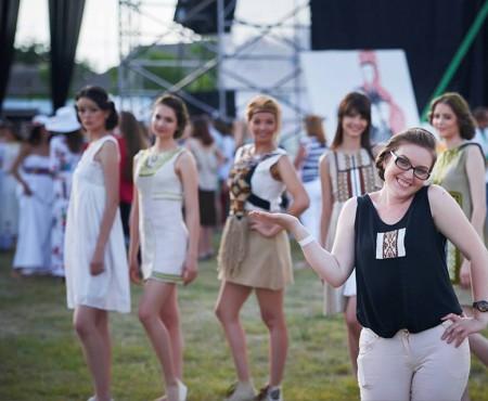 """Marcela Moscovciuc: """"Vreau să creez nu haine, ci ținute care să fie purtate cu mândrie"""""""