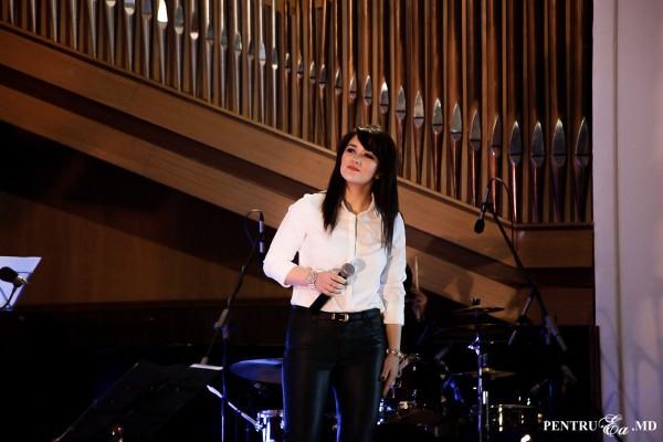 """Silvia Allegro încinge """"Vara în Chișinău"""" cu o nouă piesă pe ritmuri de Jazz"""