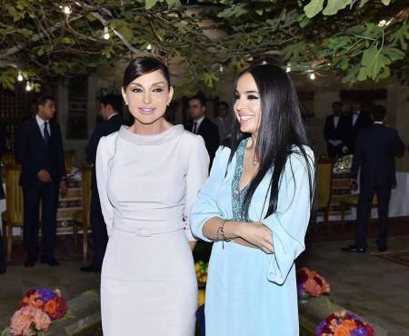 Greu de crezut că are 51 de ani! Prima Doamnă a Azerbaidjanului e bunică și arată senzațional (Foto)