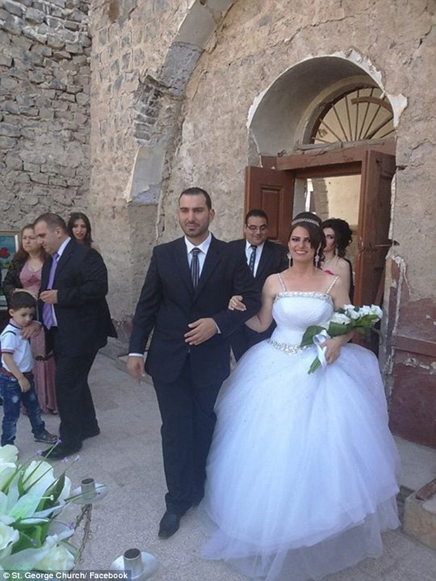 2AEF5A2E00000578-3178703-Pictures_of_the_bride_and_groom_in_a_sharp_suit_and_beautiful_wh-a-14_1438246027997