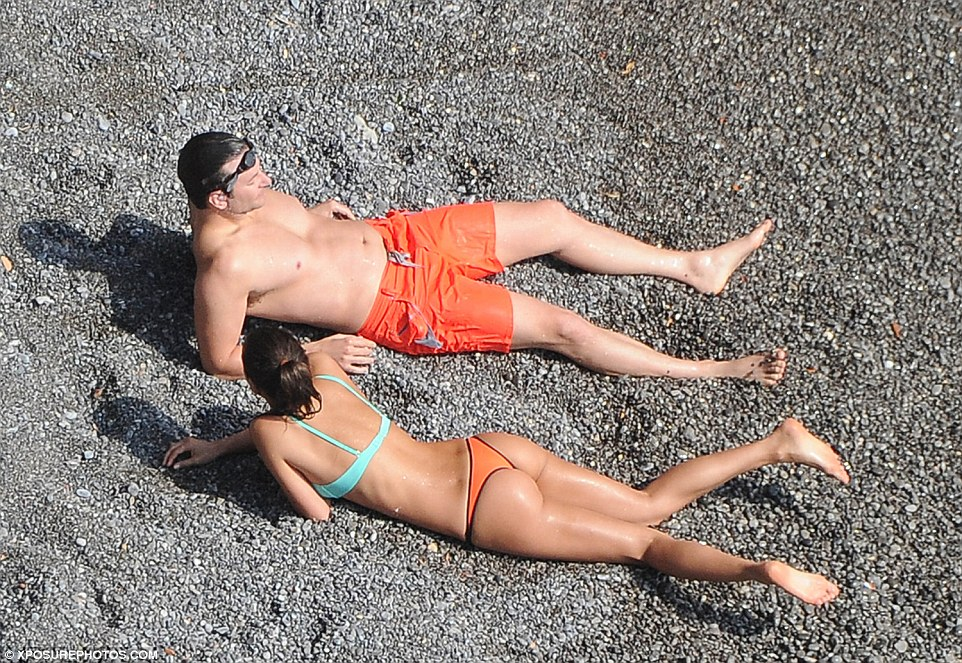2B473C2000000578-3193993-Bronzed_Irina_s_skin_featured_a_deep_tan_while_Bradley_looked_mo-a-156_1439319525451