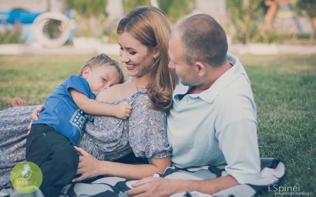 A ieșit la muncă după două luni de la nașterea copilului său, dar nu a renunțat la alăptat