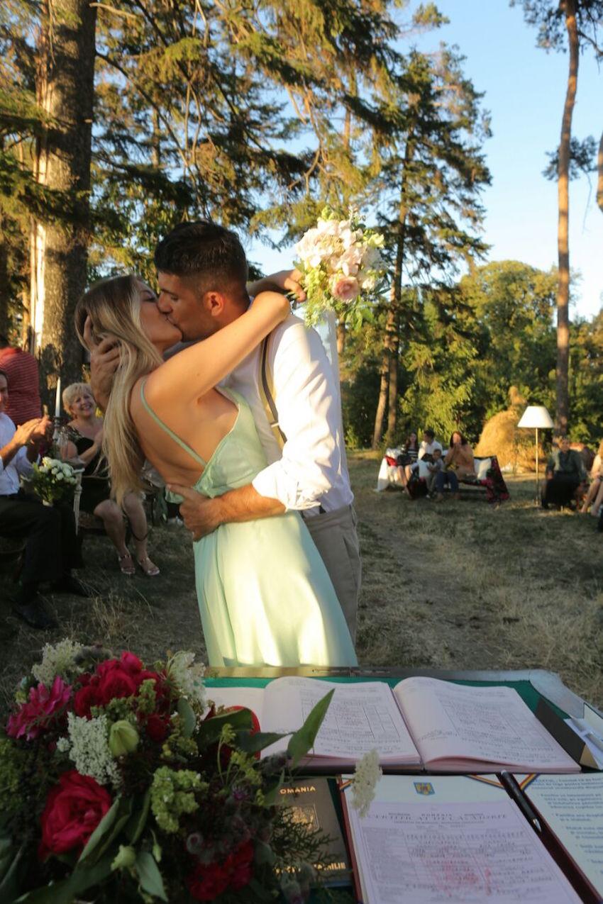 Primele Fotografii De La Nunta Laurei Cosoi S A Căsătorit în Câmp