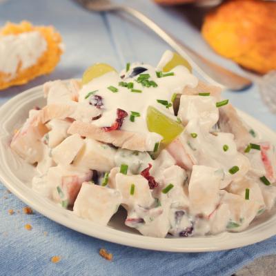 Încearcă chiar azi o salată din piept de pui cu pepene galben și iaurt. Rețeta