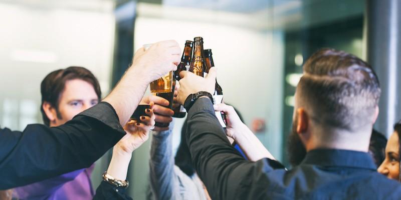 De ce soțiile ar trebui să-și lase bărbații mai des la bere cu prietenii