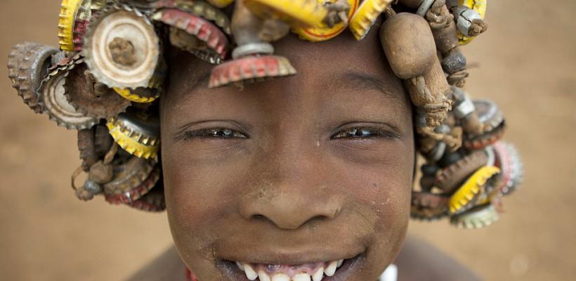 Reciclare în stil african! Deșeurile devin accesorii originale (Foto)