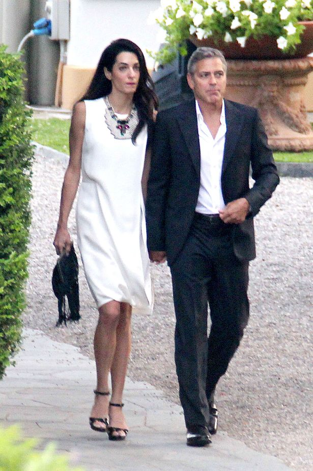 PAY-George-Clooney-and-Amal-Alamuddin-strolling-around-Lake-Como