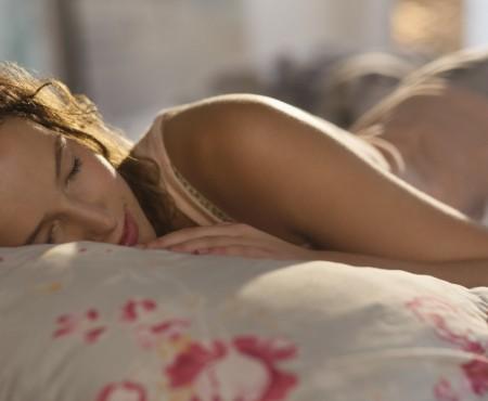 Ce trebuie să mănânci, pentru ca să te bucuri de un somn odihnitor