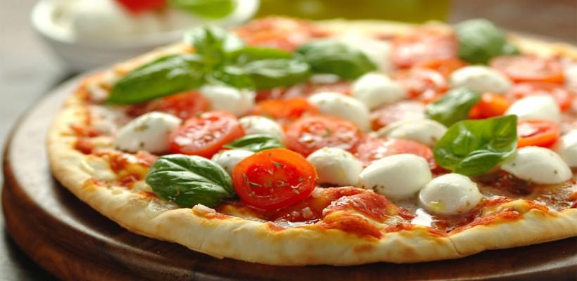 Așa se prepară cea mai sănătoasă pizza din lume