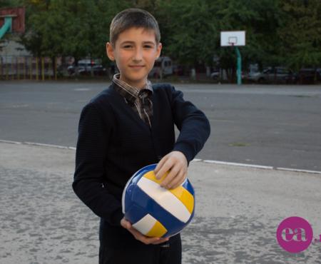 Campania 5 copii mai fericiți! Mihai Dascălu – băiatul care se vede președintele țării