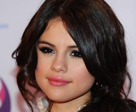 Selena Gomez supusă unui tratament de chimioterapie!