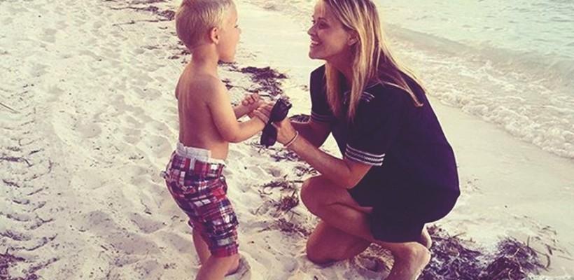 Reese Witherspoon și-a arătat băiețelul de 3 ani