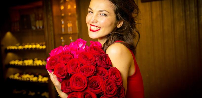 Sati Kazanova a anunțat că-și pune pirostriile! Ce rochie de mireasă va purta