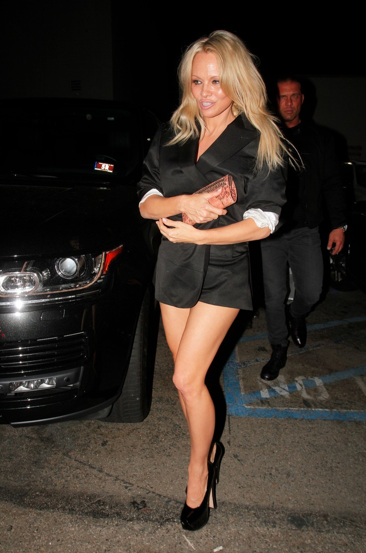 Actress Pamela Anderson sneaks out the back door of 'Craig's' restaurant in Los Angeles