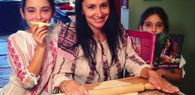 """Nata Albot despre cartea sa: """"Nu știu dacă mai este o carte scrisă de moldoveni care să fi ajuns acolo unde au mers rețetele mamei mele"""""""