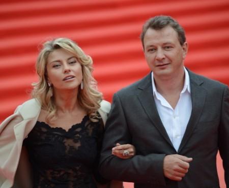 La un an după ce și-a agresat fizic fosta soție, Marat Basharov i-a făcut o declarație de iubire