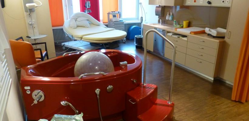 Cum arată sala de nașteri a unei clinici private din Elveția