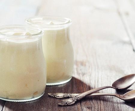 Studiu: Consumul de iaurturi cu vanilie îi face pe oameni fericiți