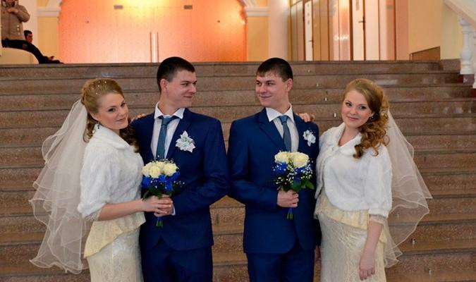 Două cupluri de gemeni s-au căsătorit în orașul rus Omsk