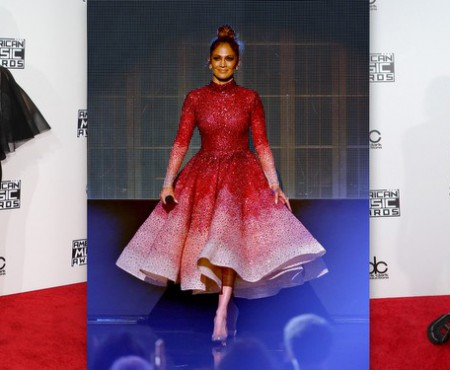 Întreaga lume a stat cu ochii pe American Music Awards. Cine sunt câștigătorii și cum au apărut pe covorul roșu (Foto)