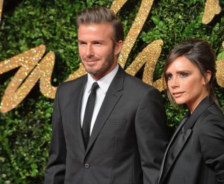 Nici urmă de despărțire! Victoria Beckham a apărut la brațul lui David Beckham (Foto)