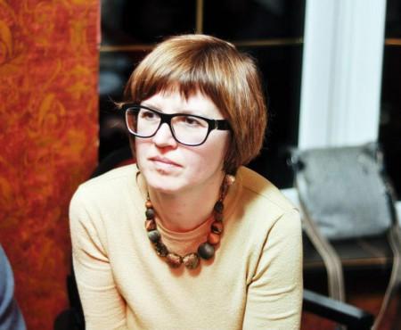 Angela Brașoveanu, despre plăcinte cu sfeclă de zahăr și lecturile unei hedoniste. Interviu
