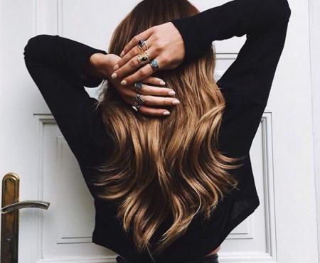 """Sfaturi pentru cele care vor păr lung: """"Scurtează-ți lungimea părului cu foarfece fierbinte"""""""