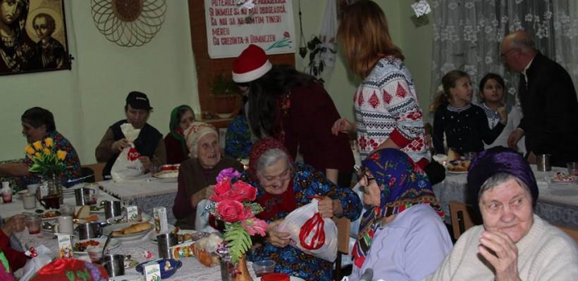 """Cină de Crăciun pentru vârstnicii de la Azilul din Cimișlia: """"Ne-ați organizat o adevărată sărbătoare!"""""""