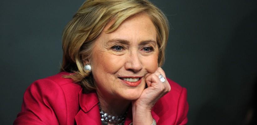 Ținuta lui Hillary Clinton a atras privirile pe stradă!  S-a îmbrăcat diferit decât de obicei (Foto)