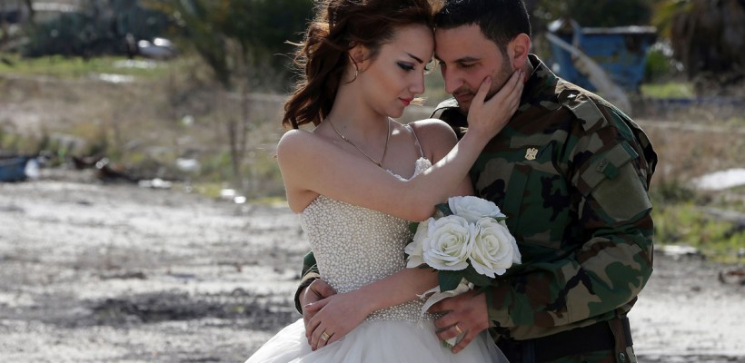 Fotografiile de nuntă ale acestui cuplu sirian au devenit virale pe internet. Iată motivul