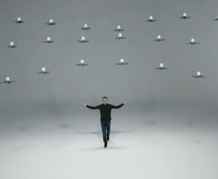 Primul tehno-iluzionist din istorie mânuiește peste 20 de drone concomitent. Te lasă mască! (Video)