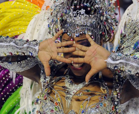 Start Carnavalului de la Rio de Janeiro! Admiră costumele dansatoarelor din acest an