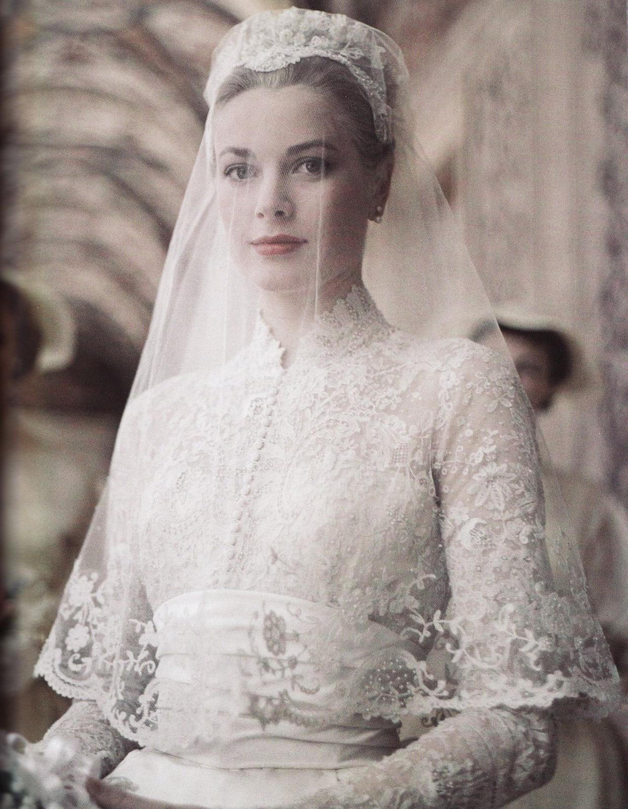 princess-grace-kelly-of-monaco-wedding-dress-2