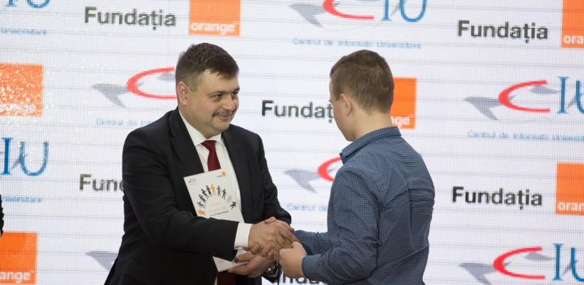 Fundaţia Orange a oferit peste 400 burse de studiu pentru tinerii din instituţiile de tip internat