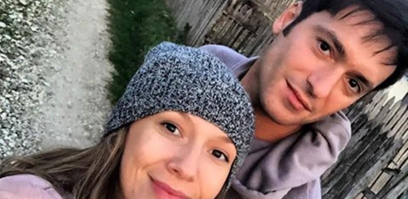 Adela Popescu a făcut o escapadă în satul său de baștină, alături de Radu Vâlcan