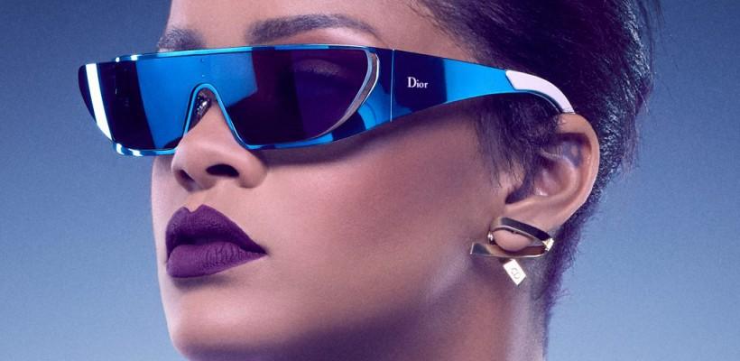 După ce a creat haine și încălțăminte, Rihanna se laudă cu o colecție de ochelari